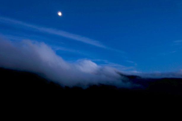月と志賀山.jpg